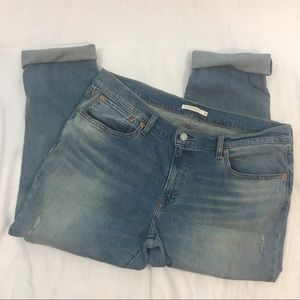 Levi Boyfriend light wash jeans